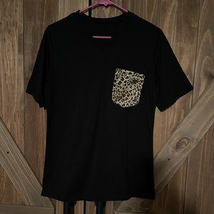 Leopard pocket vneck tee
